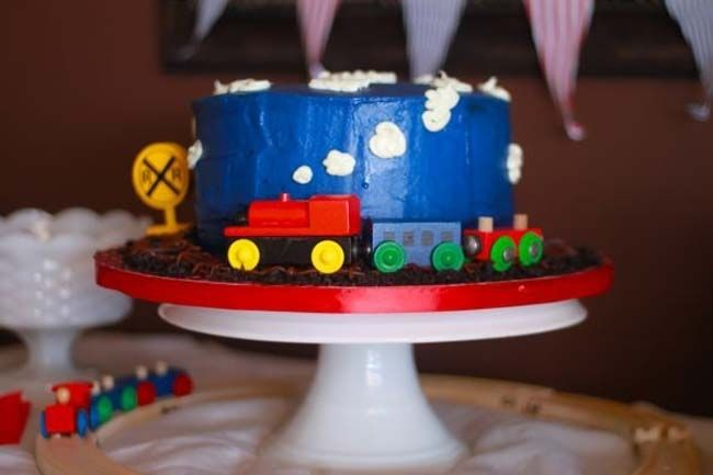 [Real Party] The Cutest Little Train Party - Spaceships and Laser Beams