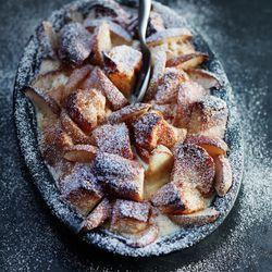 Recept voor bread and butter pudding met appel en calvados.  Lees meer op ZTRDG.nl.