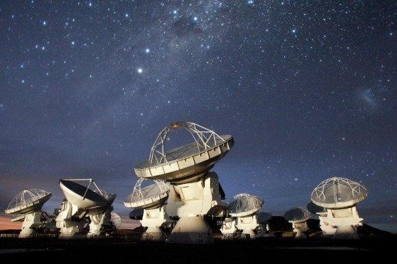 Atacama Large Millimeter/submillimeter Array (ALMA)