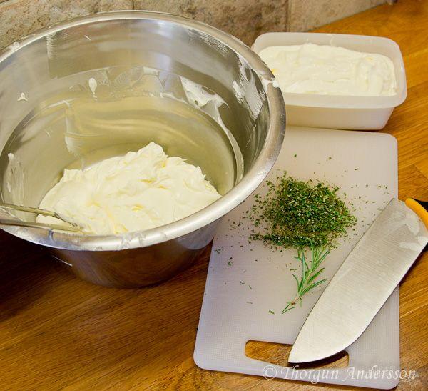 Är du trött på smör och Bregott som är stenhårt och omöjligt att breda på smörgåsen? Gillar du inte de konstgjorda margarinerna som är fulla med kemikalier? Nu när frysen var rensad var det dags at…