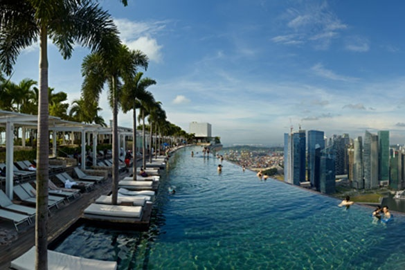 Piscina del hotel Marina Bay sands en el piso 57. Singapur