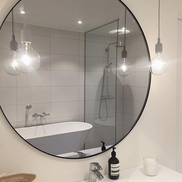 Endelig fått opp speil på badet 🤗 Fin lørdag 💫 • • • • • #villariarveien#baderom#bathroom#bathroominspo#weekend_inspo#aytmdesign#speil#mitthjemas#waspliving#olivia_angelineinspo @olivia_angeline_f #ingerliselille_inspo @ingerliselille @ourluxuryhome #kajastef#jorunn_ls#rørkjøp @rorkjop #ukensbad#charmingsunday @futurenordichome #newinteriior_spring @newinteriior #interior_caa#villavangsnes#benedictesoe#keskipiste#casacathrine_inspo @bathrooms_of_insta #boligplussminstil #mitinspo @mitlyse…