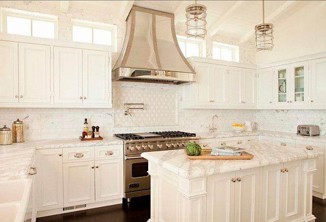 Best Coastal Home With Dream White Kitchen Home Bunch An 400 x 300