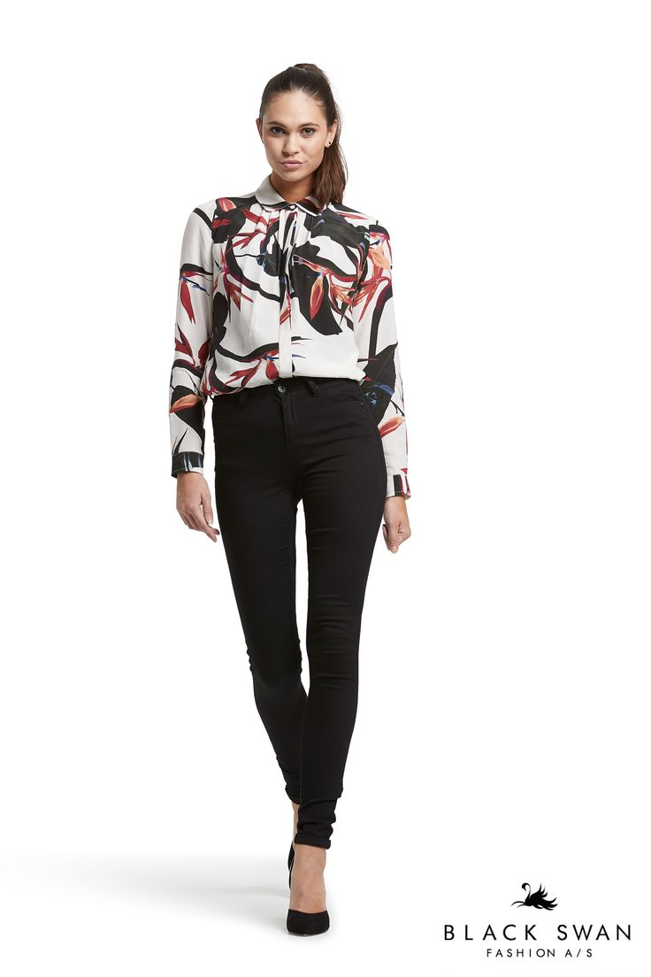 Cool black Gogo jeans and lovely shirt with white, black and red print. Black Swan Fashion SS17