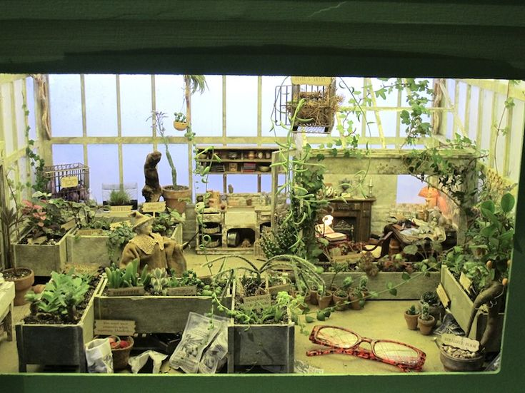 Amazing miniature Harry Potter garden- Professor Sprout's herbology class • *Definitely worth a click to view all her intricate details* to view details go to: http://flowershowminiatures.wordpress.com/2013/03/03/professor-sprout-visits-the-flower-show/