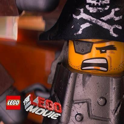 #BarbaMetálica es un feroz maestro constructor #LEGO con:   1 - Cabeza de Pirata y cuerpo de Metal Bricks 2 - Cabeza de Pirata y cuerpo de Robot 3 - Cabeza de Pirata y el cuerpo de una navaja multiusos