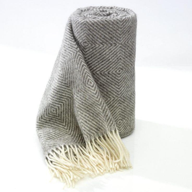 Toarppläden, 100% svensk ull i tiotal utföranden och tre storlekar från Toarp Säteri