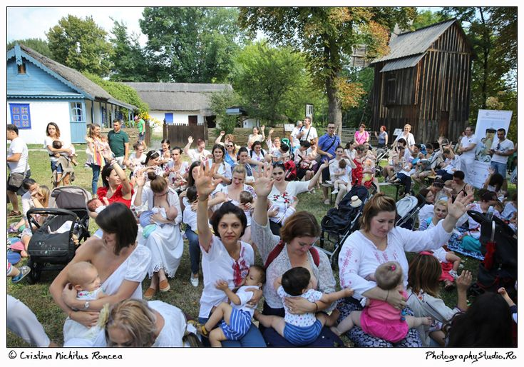 Over 100 Women Started Breastfeeding In Public At A Romanian Museum | Bored…