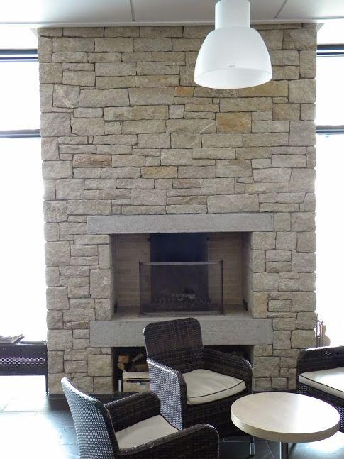 chemin e en pierre naturelle style contemporain pierre. Black Bedroom Furniture Sets. Home Design Ideas
