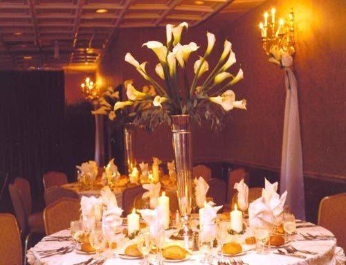 Democratic Choice of White Calla Lily Wedding Centerpiece Inspiration - Happy Wedding Wishes