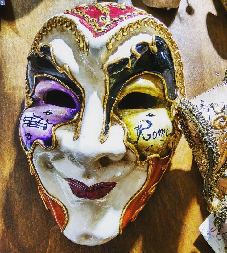 Итальянские маски у меня всегда ассоциировались с Венецией и только с ней... Но, я видимо очень ошибалась! Маски есть у каждого городка.. У Рима вот например)   #маска #роспись  #рим #nature_perfection #nature #naturelovers #traveltheworld #tree🌳 #travelgram #picoftheday #art #Roma #italy🇮🇹 #itsmylife #decor #colour #vitamin #vintage #mask #discovertheplanet #lifeofadventure #traditional #Smile #regram #carnaval