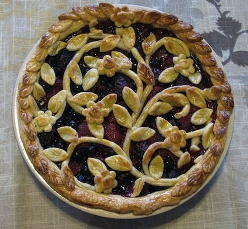 Do some crazy leaf and vine-arranging. | 23 Ways To Make Your Pies More Beautiful