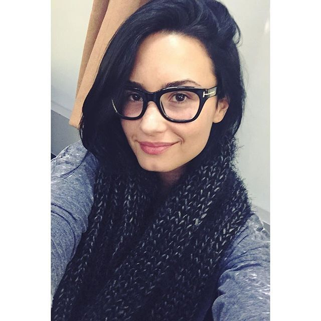 Pin for Later: Demi Lovato Is the Definite Master of No-Makeup Selfies