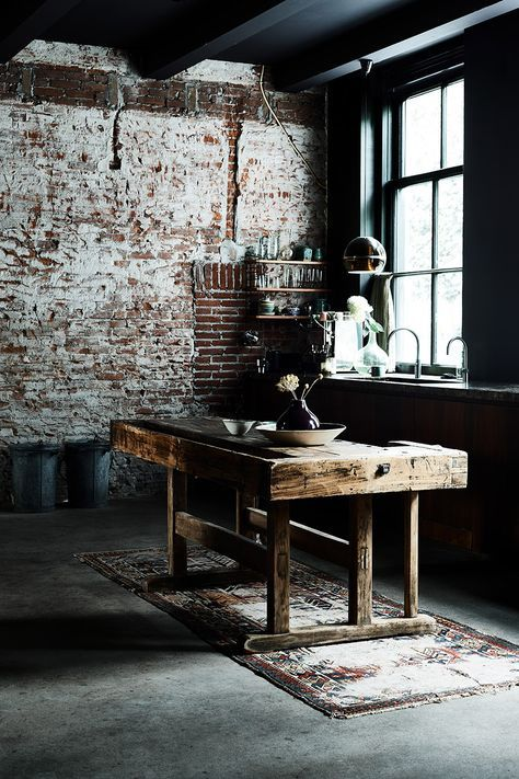 Explore twelve beautiful, inspiring  industrial interiors homes in Sara Emslie's new book Urban Pioneer with Photgraphy by Benjamin Edwards. Ryland Peters Small.