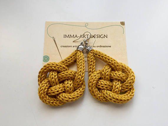 Orecchini tricot color giallo senape