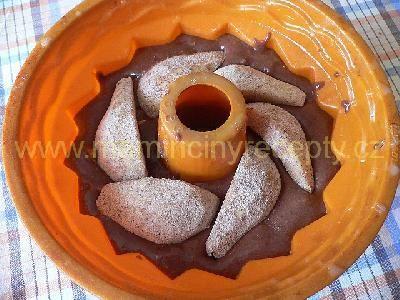 Čokoládová bábovka s hruškami