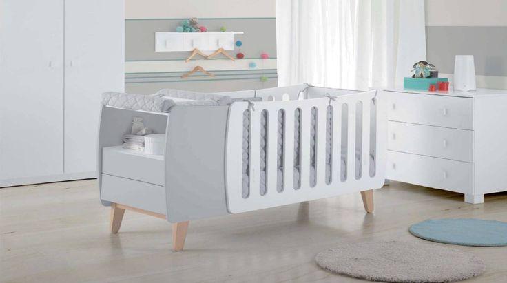 #Quartosdebebé Nos quartos de bebé é essencial providenciar o máximo conforto para que seja possível atingir a tranquilidade e o sossego tão desejados pelos pais! Para estimular o desenvolvimento do bebé, devemos apostar nos contrastes de cores e misturar texturas na roupa de cama, tapetes, cortinas e papel de parede.  Para mais sugestões contacte a Baobart  #baobart #mobiliario #decor #design #peaceful #Portugal #baby #instadesign #instadecor #instahome #beautiful #love #interiordesign