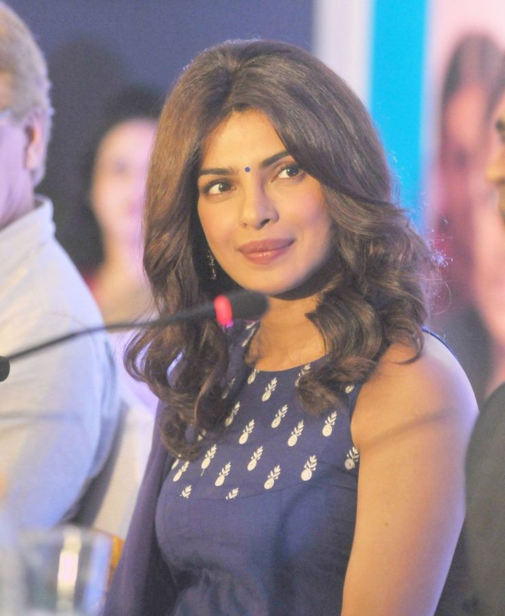Priyanka Chopra looked gorgeous in a simple Indian suit at a UNICEF event in Nagpur. #Bollywood #Fashion #Style #Beauty