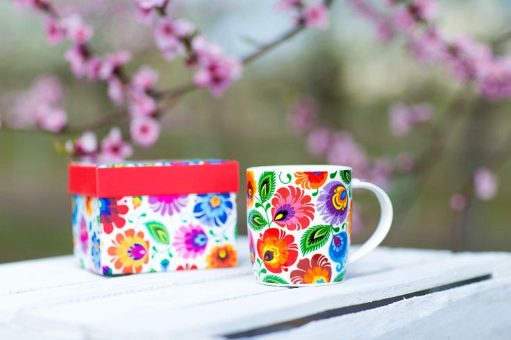 Kubek w pudełku FOLK – ludowe kwiaty z łowickiej wycinanki – biały