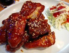 Resep Ayam Goreng Korea (Yangnyeom Chikin) sangat nikmat dikunyah. Apalagi kalau masih hangat. Yummy!
