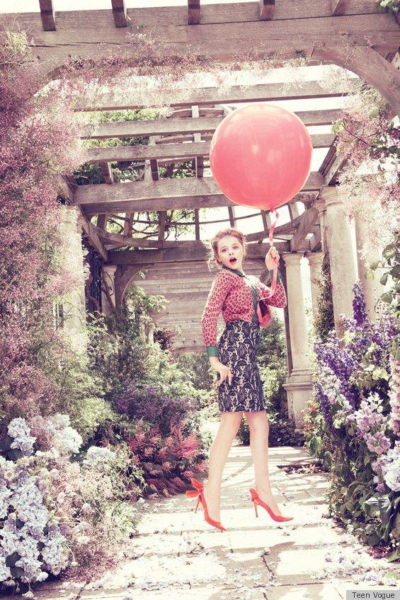映画『(500)日のサマー』で、キュートでちょっとおませなサッカー少女を演じていたクロエ・グレース・モレッツ。そんな彼女が最近、『Teen Vogue』の撮影に臨んだ様子が公開された。