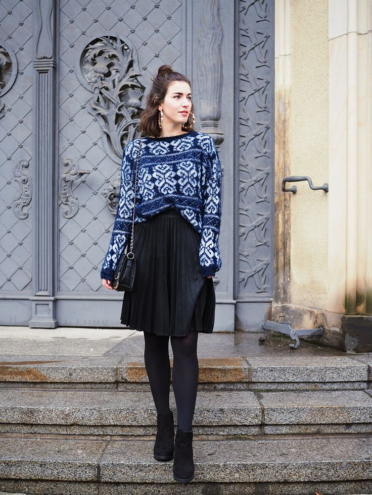 Reserved Suede pleated skirt pleats midi length Sweater furry fall look streetstyle berlin autumn winter wear samieze oasis heels boots