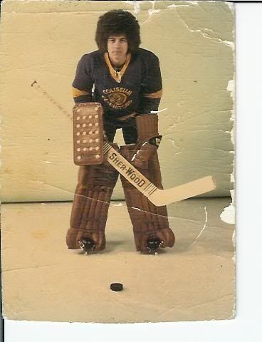 Very cool 70s ice hockey goalie with huge afro #CubanPuckstoppr
