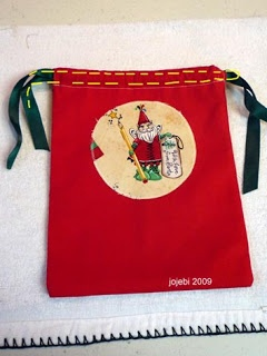 A Bit Of This and A Bit Of That: Scrap Busters - reusable Christmas bags