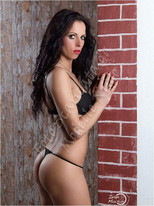 Claudia modella rumena disponibile per servizi fotografici in topless, di nudo artistico, integrale, glamour, lingerie sexy, micro bikini, fetish e fashion.