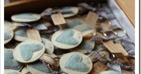Un piccolo cuore azzurro per annunciare la nascita di un bimbo…     … tanti portachiavi tutti cuciti con il cuore (è proprio il caso di dirl...