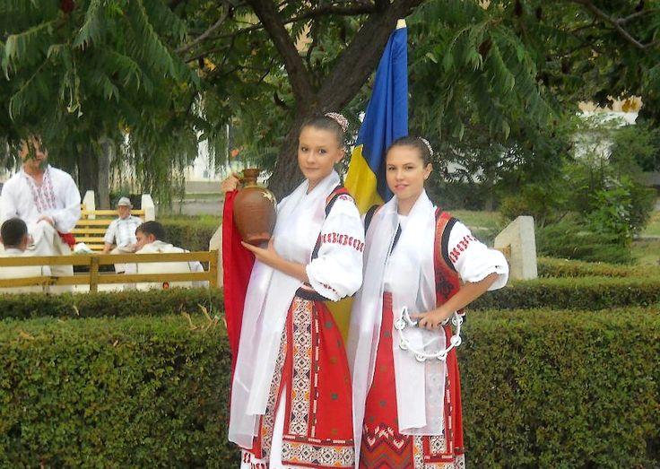 romanian girls romanians traditional clothing nationale romanesti