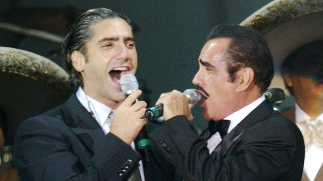 VIDEO: Alejandro Fernandez Recording Duet With Father Vicente Fernandez - http://uptotheminutenews.net/2013/04/16/latin-america/video-alejandro-fernandez-recording-duet-with-father-vicente-fernandez/