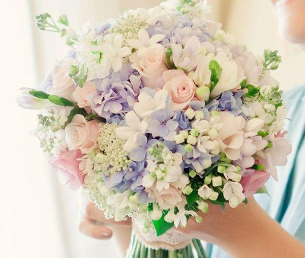 Nie musisz być zapalonym ogrodnikiem, czy botanikiem, by znaleźć idealne kwiaty na ślub. Nie oszukujmy się – nie każdy musi kochać kwiaty. Poszukiwanie odpowiednich roślin może wydawać …