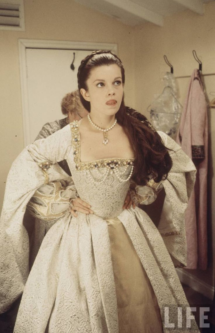 Genevieve Bujold as Anne of the Thousand days ( tudor  costume) from: http://25.media.tumblr.com/tumblr_m1pow8Zlhl1rsdpmko2_1280.jpg