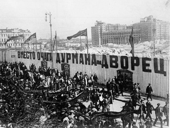 Начало стройки на месте снесённого Храма Христа Спасителя в Москве, 1930