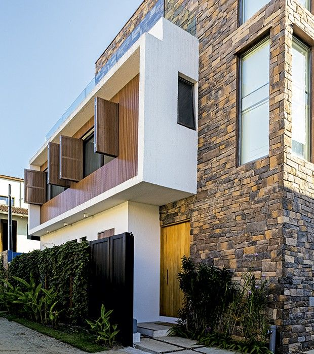 Eccostone - Pedra Cobble, cor Castor, aplicada em residência no litoral paulista, projeto do escritório FM Arquitetura...  veja mais no site: eccostone.com.br