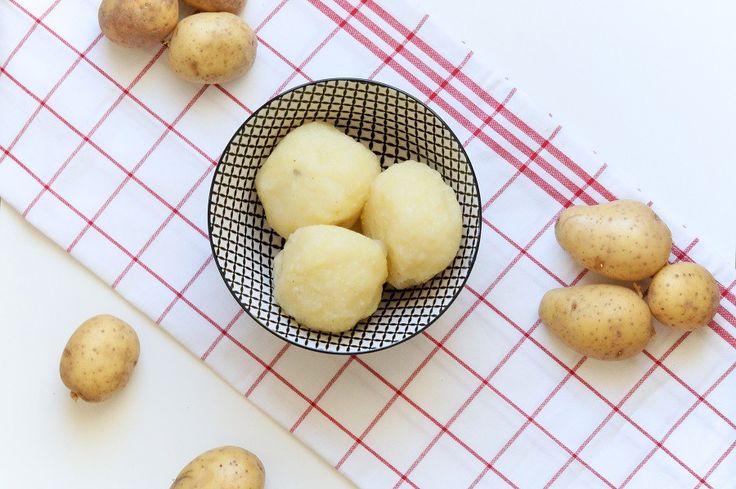 Klassische Kartoffelklöße halb und halb