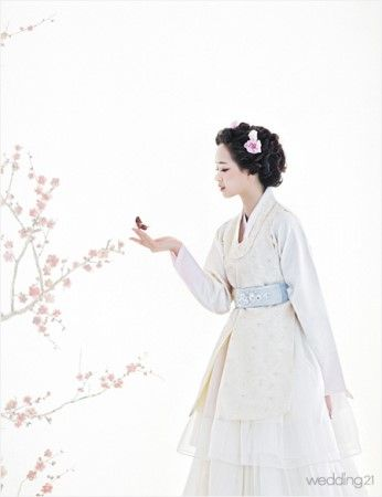 Fusion white 한복 Hanbok / Traditional Korean dress