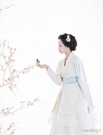 Fusion white 한복 Hanbok / Traditional Korean dress
