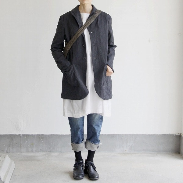 Cotton coat. Tunic. Rolled jeans.