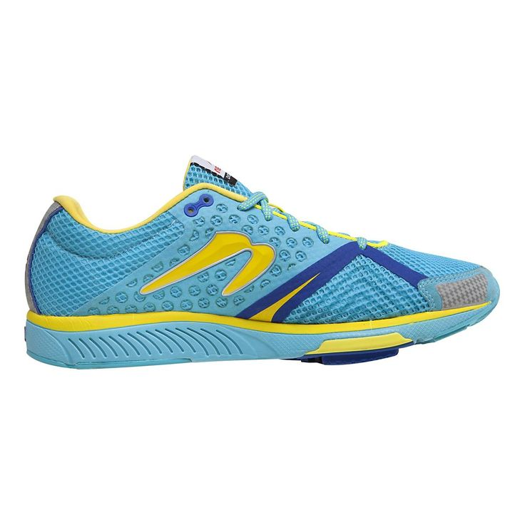My Newtons are almost worn out. Get ready to go the distance in total comfort! Your feet will love the versatility of the newest update of the Womens Newton Running Distance S III, a fantastic lightweight stability trainer