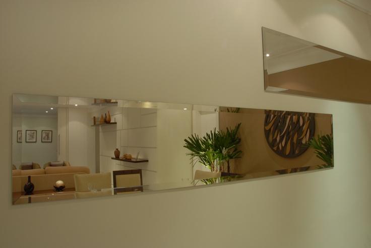 Use e abuse dos espelhos em hall social e sala de jantar!