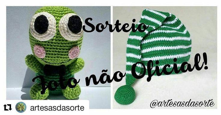 E ainda dá tempo de participar do #sorteio desse mês do @artesasdasorte ! Vá até o perfil encontre a foto oficial e siga as regras! Você pode #ganhar esse #gorro e esse #sapinho fofos! . . #sorte #croche #handmade #artesanato