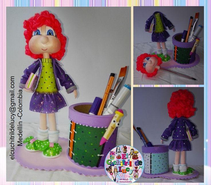 Chica estudiante, Elaborada por el Cuchitril de Lucy, basada en  un diseño de Jenny Melgarejo. https://www.facebook.com/ElCuchitrildeLucy