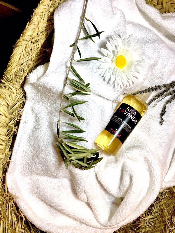 Rica Lavanda🍃 es un champú para todo tipo de cabellos y cueros cabelludos.  La lavanda añade un efecto relajante y calmante en el cuero cabelludo. Esto junto con su aroma tranquilizante te ayudara a minimizar el estrés y la ansiedad y te ayudará a prevenir la caída. Además de conseguir un cabello esponjoso y brillante💫  🛑Envíos GRATIS🛑   CONSIGUELO AQUI👉👉 https://www.lafrescatienda.com/shop/capilar/rica-lavanda-champu-cosmetica-ecologica/ 👈👈  ¿Ya lo ha probado? ¡¡Cuéntanos tu…