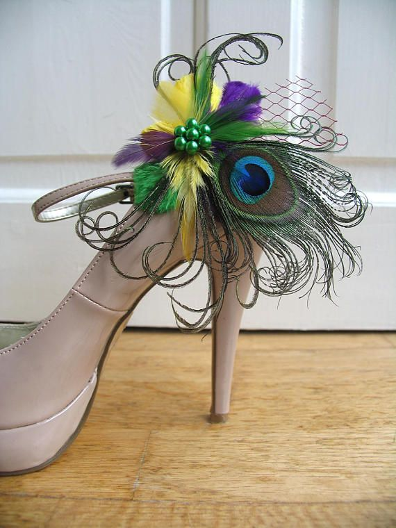 A pair of Beautiful Hand Made Shoe Clips called Liz. Made to Order in 3 working days. YOU ARE BUYING THE HANDMADE FEATHER SHOE CLIPS ONLY. THE SHOES ARE NOT INCLUDED. These are Clips that Clip onto the Shoes to turn a plain shoe into a Couture Style Pair of Shoes. These Liz Shoe