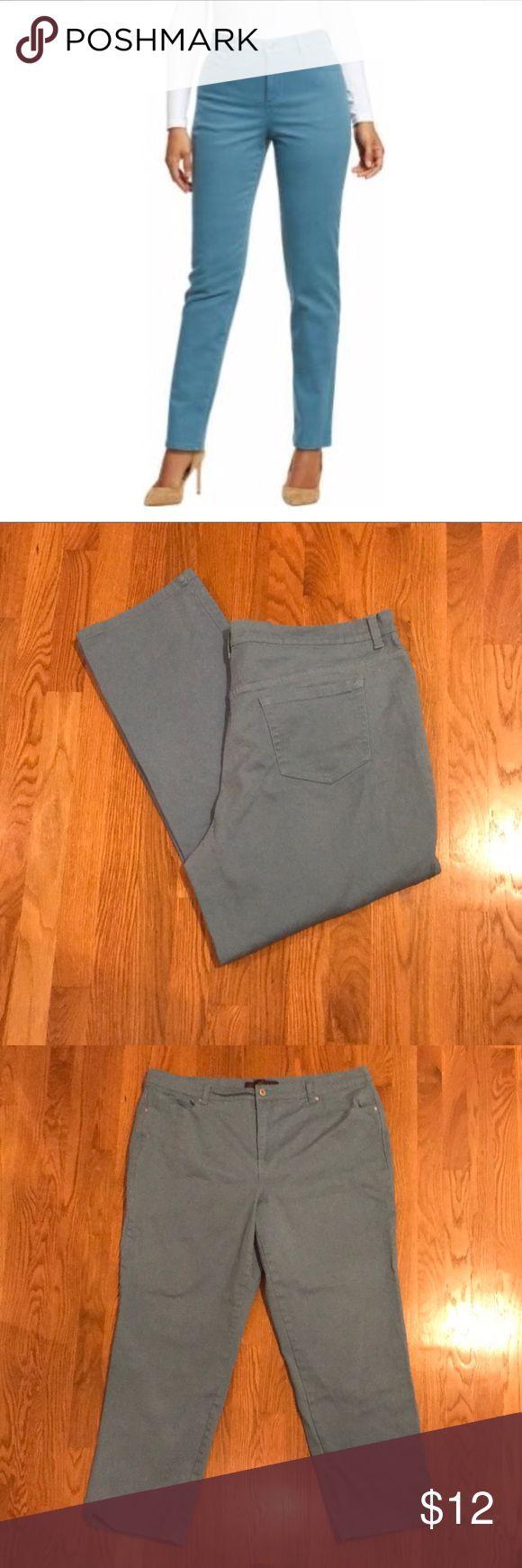 Gloria Vanderbilt Amanda Jeans in Raincloud Blue Size 20W.  Gloria Vanderbilt Jeans in Raincloud Blue!  Cute! Cute! Cute!  Good used condition!  Check them out!  These are 98% cotton and 2% spandex so there is some stretch! Gloria Vanderbilt Jeans