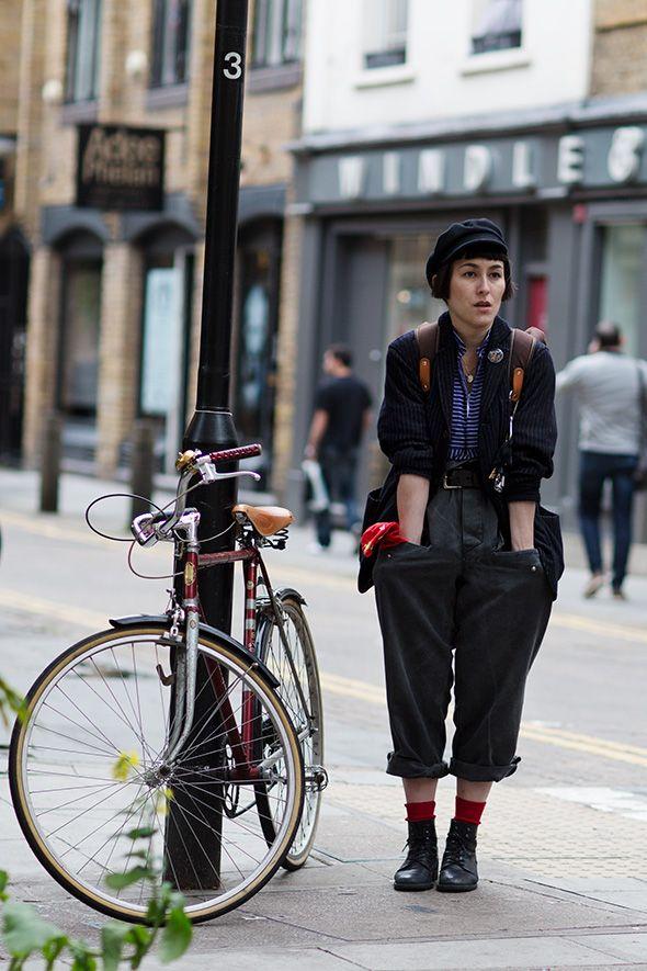 61212LAdybike7757Web: Street Endel Street, Bicycles, Thesartorialist, Bike, Gears Street, London Street Fashion, Street Style, The Sartorialist, London Twists
