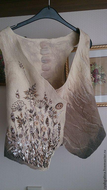 Embroidery and buttons on this gorgeous asymmetric vest! veste feutre beau dégradé