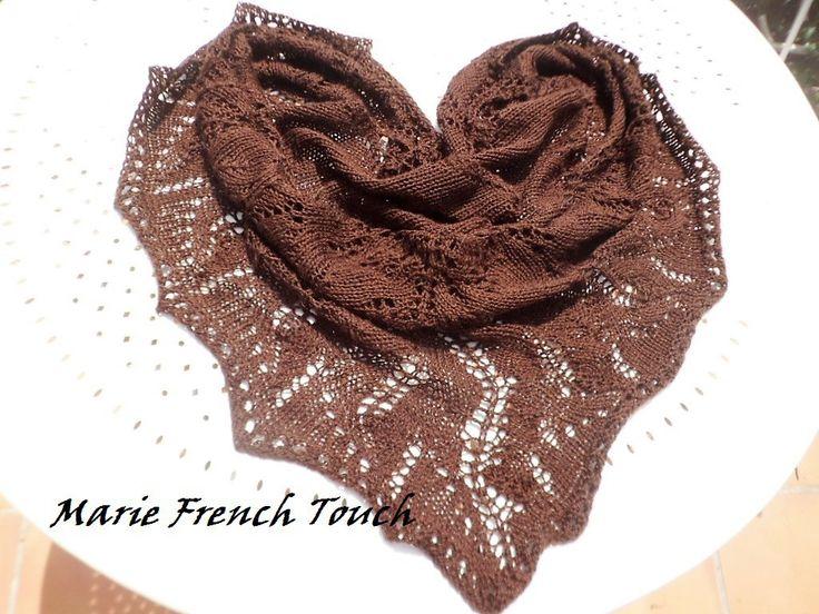 Châle-liseuse-capelette- chauffe épaule ,tricot dentelle couleur chocolat : Echarpe, foulard, cravate par marie-french-touch-boheme